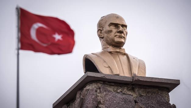 Месть за военный путч: Тысячи чиновников в Турции остались без работы