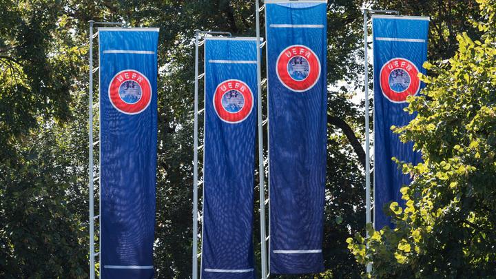 УЕФА подставил свой логотип под радужные цвета