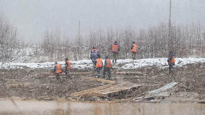 Прокуратура начала проверку после разрушения дамбы в Новосибирской области