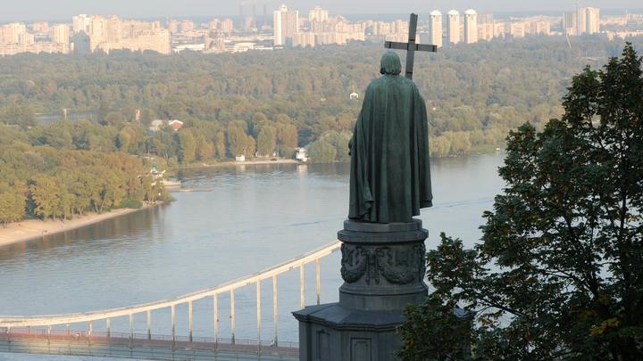 Полиция Киева задерживала националистов у Лавры