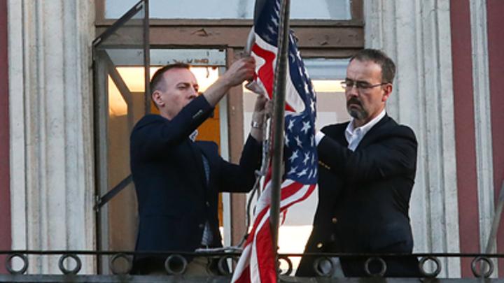 Попала под раздачу: Офпред посольства США включена в 60 американских дипломатов на вылет
