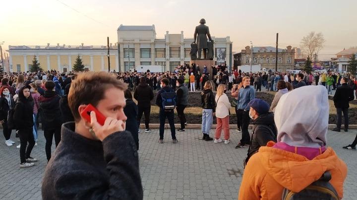 Силовики задерживают участников несогласованной акции в Челябинске