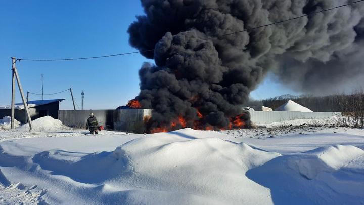 В Богородске Нижегородской области полыхнула цистерна с печным топливом