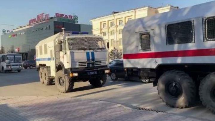 Места себе не находят: участники несанкционированной акции бродят по Челябинску