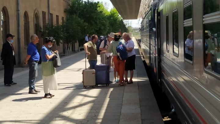 Сегодня из Армении в Грузию отправился первый после антикоронавирусных ограничений поезд