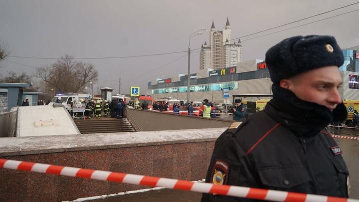 Фото с места ДТП в Москве: В Сети восстанавливают детали тарана на Славянском бульваре
