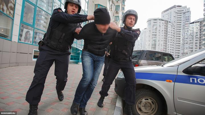 Мужчина ударил ножом полицейского на севере Москвы