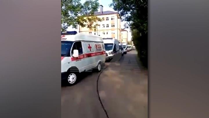 Очередь из скорых во Фрязино объяснили потоком поступающих Covid-пациентов