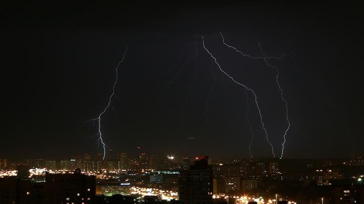 В преддверии гроз и ураганов энергокомпании Свердловской области ввели режим повышенной готовности