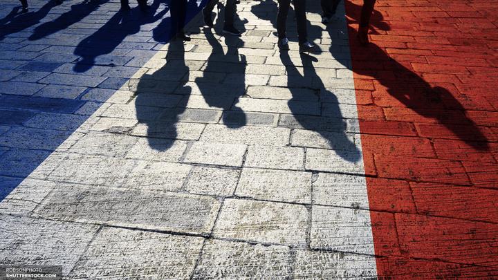 Тысячи людей вышли на улицы Парижа, чтобы поддержать Франсуа Фийона