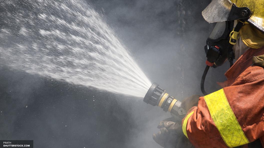 На горящий химзавод в Тольятти прибыл пожарный поезд