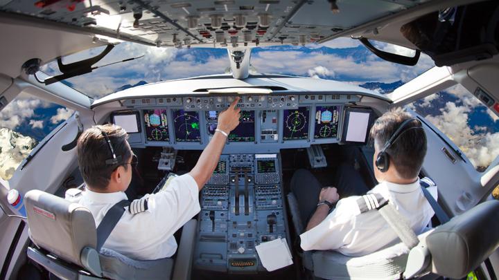 Авиация уходит в штопор: В чём причина катастроф и дефицита опытных пилотов