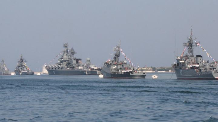 Русские моряки непрерывно следят за эсминцем ВМС США в Черном море