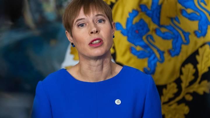 Президент с бейджиком - эстонка Кальюлайд предложила Путину говорить о геополитике