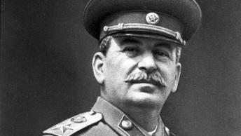 Ему здесь не место: Колледж Новосибирска выступил против установки бюста Сталина