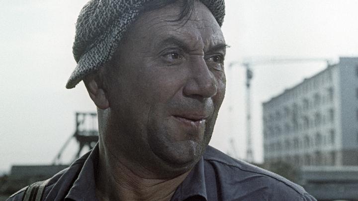 Два ордена Славы и орден Красной Звезды: Главный тунеядец советского кино оказался героем ВОВ