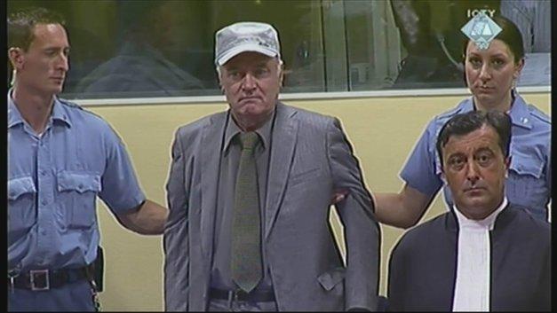 Виновен по 10 пунктам обвинения: Генерала Младича приговорили к пожизненному сроку