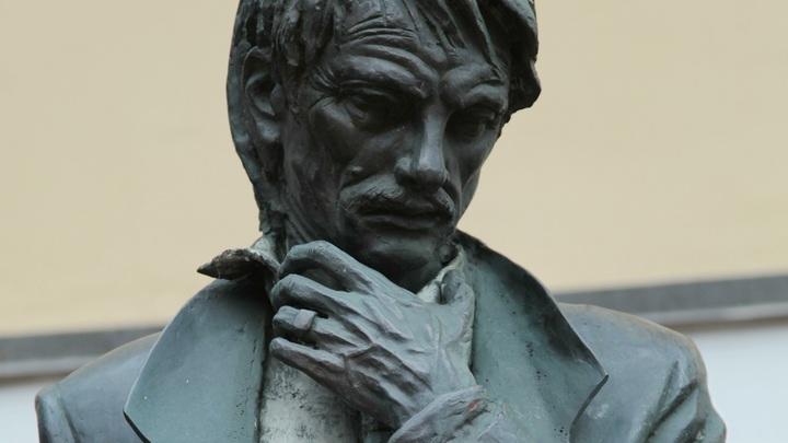 На месте съемок фильма Андрей Рублев в Суздале воздвигли памятник Тарковскому