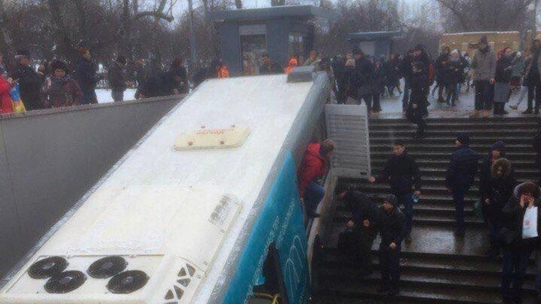 Без тормозов и техосмотра: Владелец автобуса-убийцы пускал по маршрутам неисправные машины