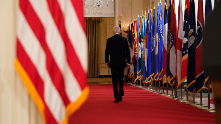 Время его не пощадило: Дипфейковый президент США вздумал обзываться