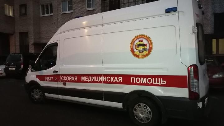 Трое мигрантов набросились с ножом на одного в Василеостровском районе