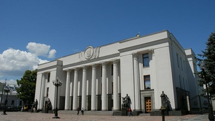 Киев поторопился и продлил особый статус Донбасса