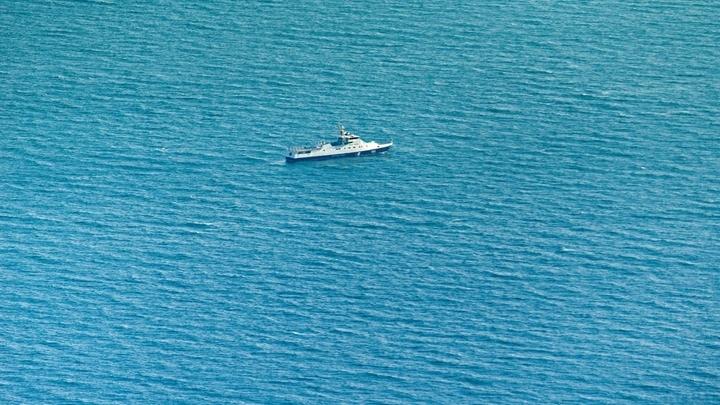 Украинские корабли начали отход от Керченского пролива, заявил источник