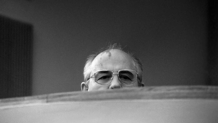 Там, в Германии, осины есть?: Фото Горбачёва в колониальном шлеме обозлило пользователей соцсетей