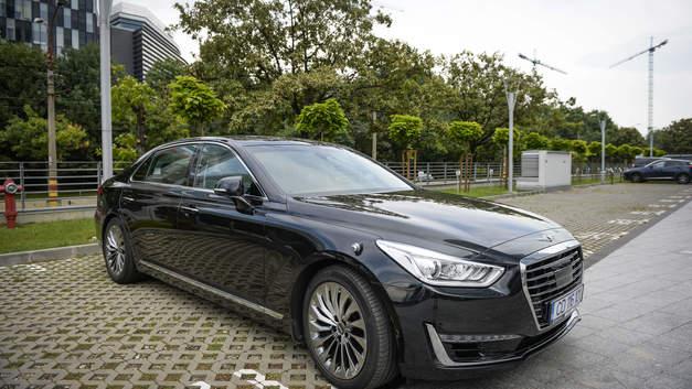 Страховой институт дорожной безопасности США назвал лучшей автомобильную оптику Genesis G90 и Lexus NX