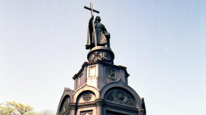 Ленины закончились: На Украине требуют декоммунизировать памятник князю Владимиру