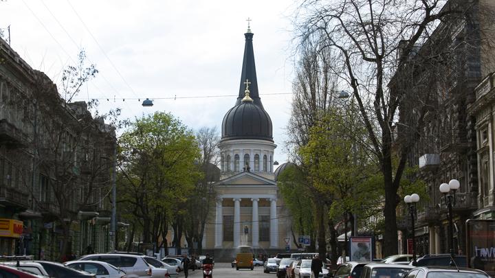Беспорядки у здания суда в Одессе: полиция применила против националистов газ