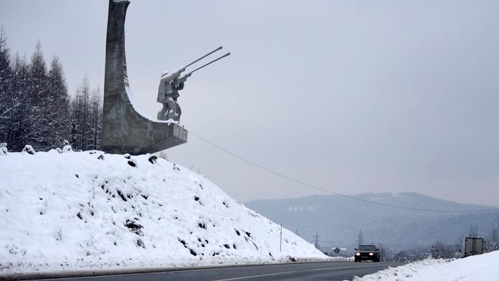 Украина решила бороться с Польшей на уровне памятников