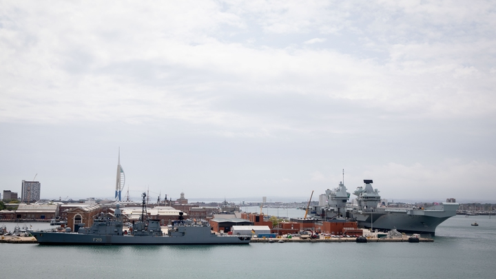 Новый позор британского флота: Новейший авианосец за 300 млрд рублей затопило водой
