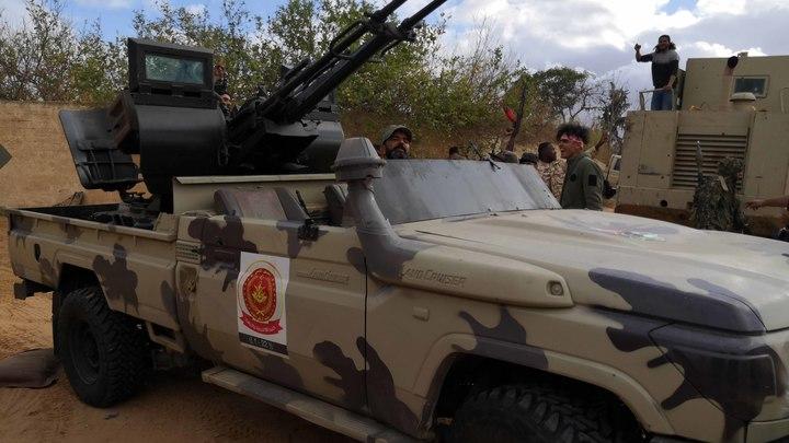 Ожесточённость конфликта нарастает: Авиация Хафтара нанесла удары по аэропорту в Триполи, погибло больше 20 человек