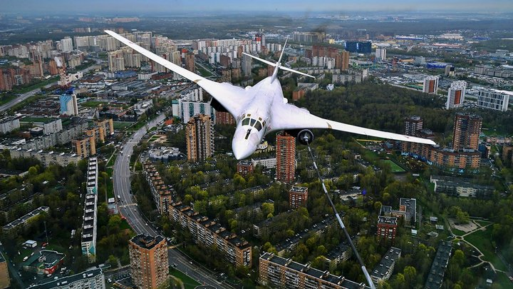Опубликовано видео фантастического полёта русского бомбардировщика. В двух десятках метров от земли
