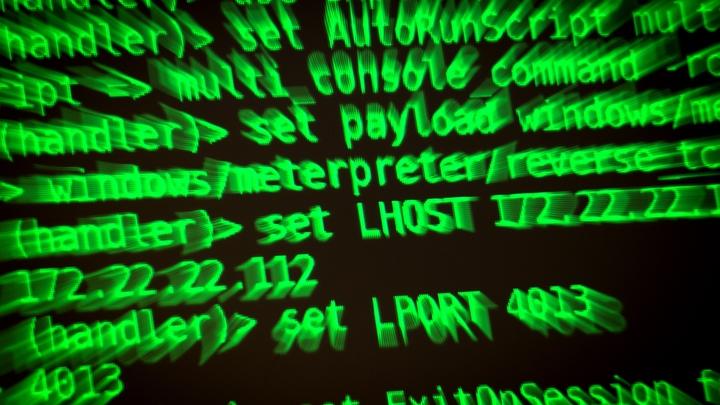 Это элементарная кибервойна: Экс-министр МВД о раскрытом ФСБ сервисе, с которого рассылали письма о минировании