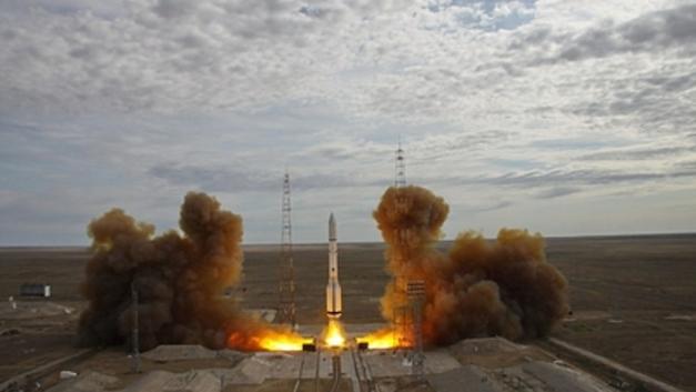 «Протон» готовят к тройному запуску: Источник сообщил о планах Роскосмоса на 2019 год