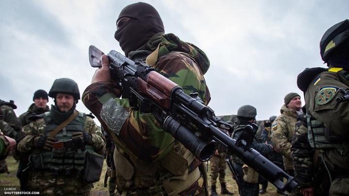 В центре Донецка из гранатометов обстреляли штаб воинской части