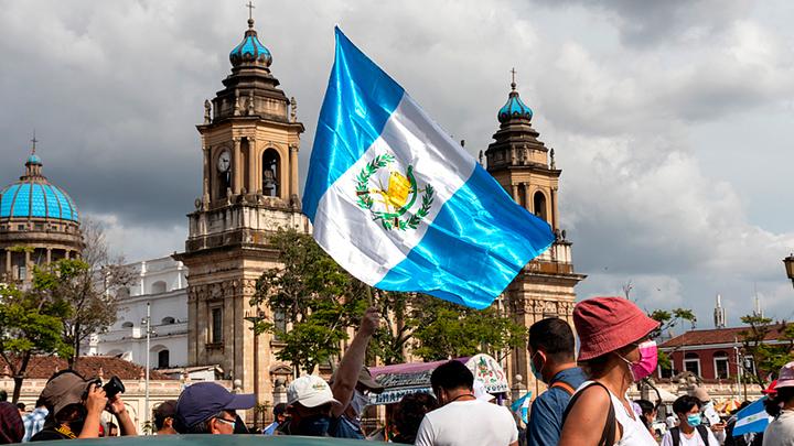 Золото, наркотики и взятки: что стоит за коррупционным скандалом в Гватемале