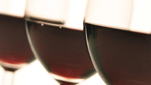 Невинные деньги: Минфин предлагает отменить льготный акциз на отечественное вино