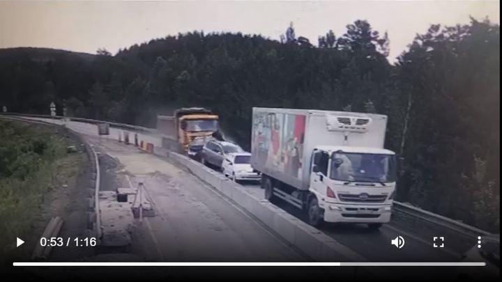 В Челябинской области судят водителя грузовика, который смял пять легковых машин
