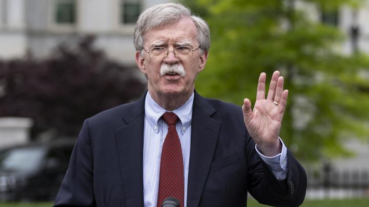 США прознали о договоре между Россией и Венесуэлой: Болтон заявил о военном контракте на $209 млн