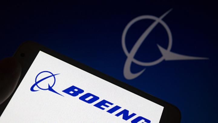 В топливных баках новых Боингов обнаружена угроза безопасности - Bloomberg