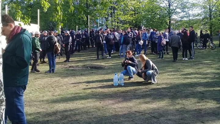 Кровавые жертвоприношения, салют и фонарики: Что происходит на митинге в Екатеринбурге