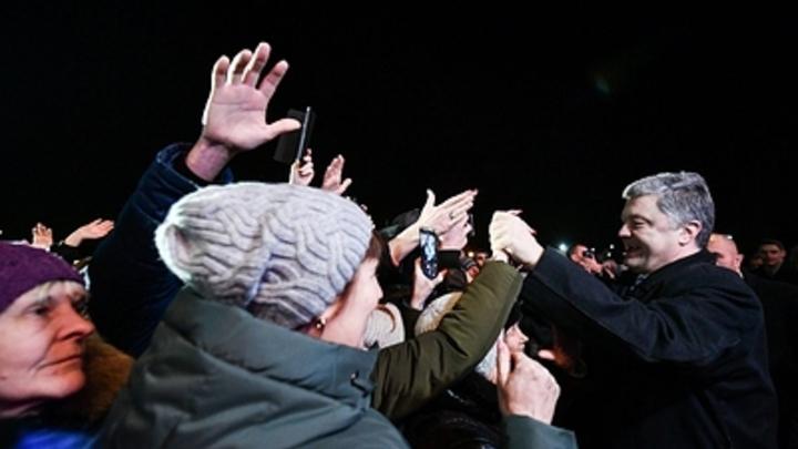 Как может герой Майдана драпать от нациков без оглядки!: В Сети нашли доказательство фейка побега Порошенко