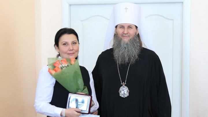 В Курганской области митрополит Даниил наградил библиотекаря медалью епархии