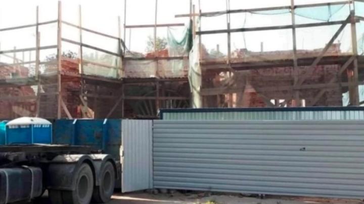 В Санкт-Петербурге СК выясняет, почему вместо реставрации Александровские ворота разрушили