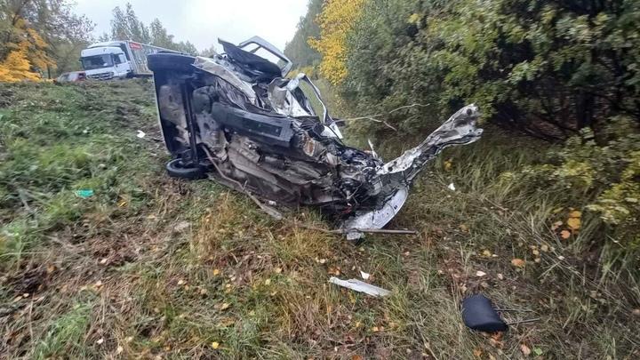 Появились фотографии смертельного ДТП на трассе М-7 под Лысковым