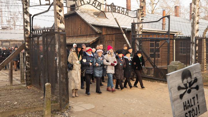 Американцы даже не знают, где это: Немецкий Шпигель провозгласил освободителями Освенцима воинов США