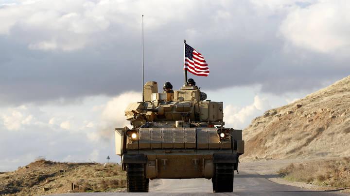 Булыжник справедливости: как американцев в Сирии встречают